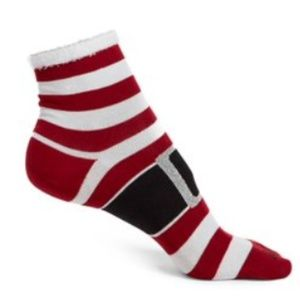 NWT Hue Santa Suit 2-pack Christmas Plush Socks